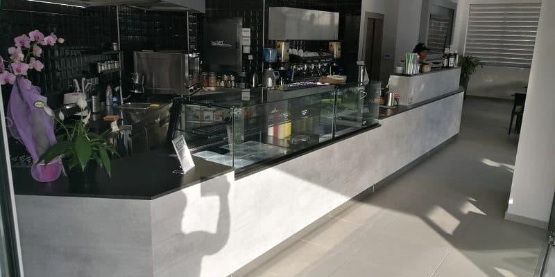 grey cafe vitrines 800x400 1